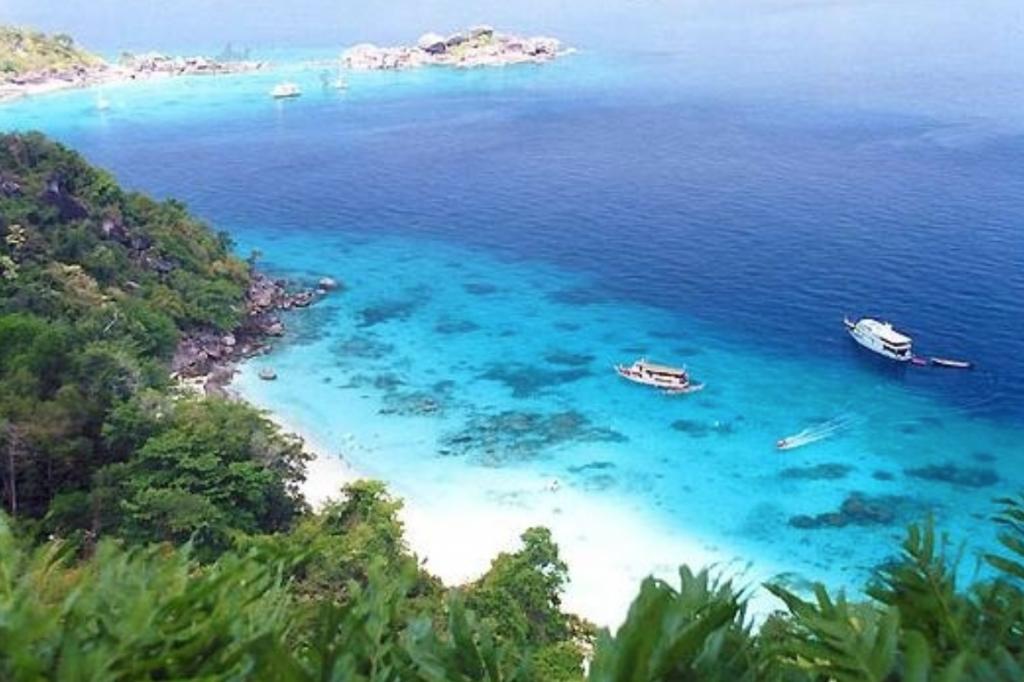 เกาะสี่ พังงา น้ำทะเลสีฟ้าใส หาดทรายสวย