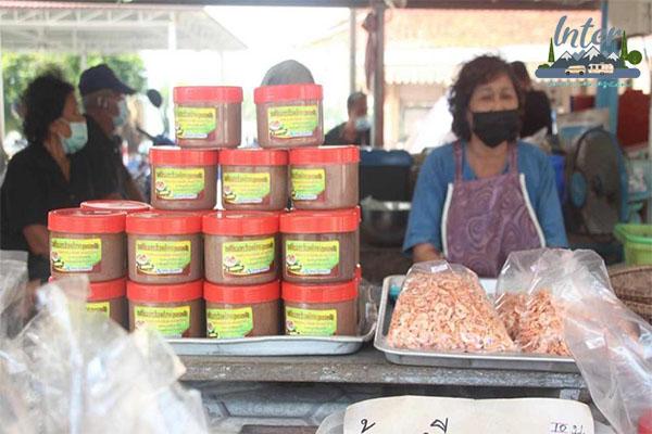 """พบกับความแปลกติดเมรุของ """"ตลาดสี่มุมเมรุ"""" ที่เที่ยว ที่เที่ยวไทย เที่ยวตลาดสี่มุมเมรุ"""